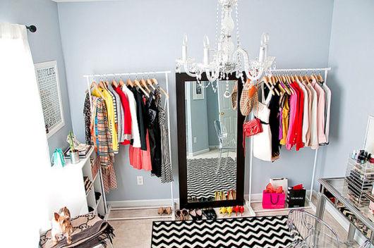 Como montar um closet improvisado sem gastar muito
