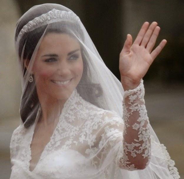 1f7d3c8f6 Velo encima de la cabeza  Es una forma de aplicar el velo que aporta  volumen y altura a la novia. Da igual que sea corto o largo
