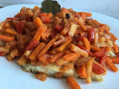 Ryba duszona z warzywami po grecku