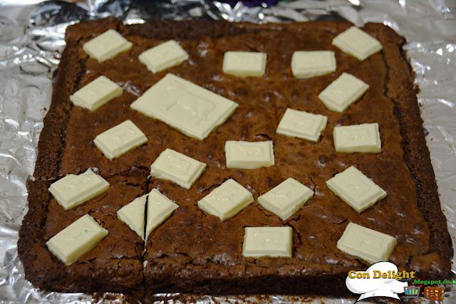 בראוניס שלושה שוקולדים three chocolate brownie
