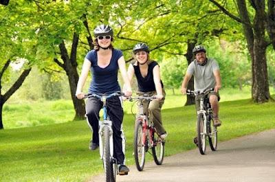 Bersepeda adalah olahraga yang cocok untuk wanita