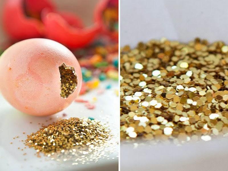Huevos de pascua decorados con confetti