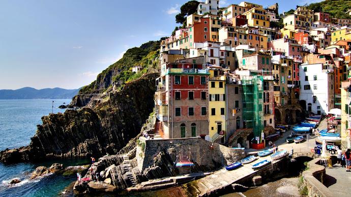 Wallpaper: Riomaggiore in Cinque Terre, Italy