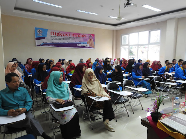"""Diskusi Ilmiah Jurusan Ilmu Perpustakaan dan Informasi Islam """"Pustakawan Harus Mempunyai Good Image"""
