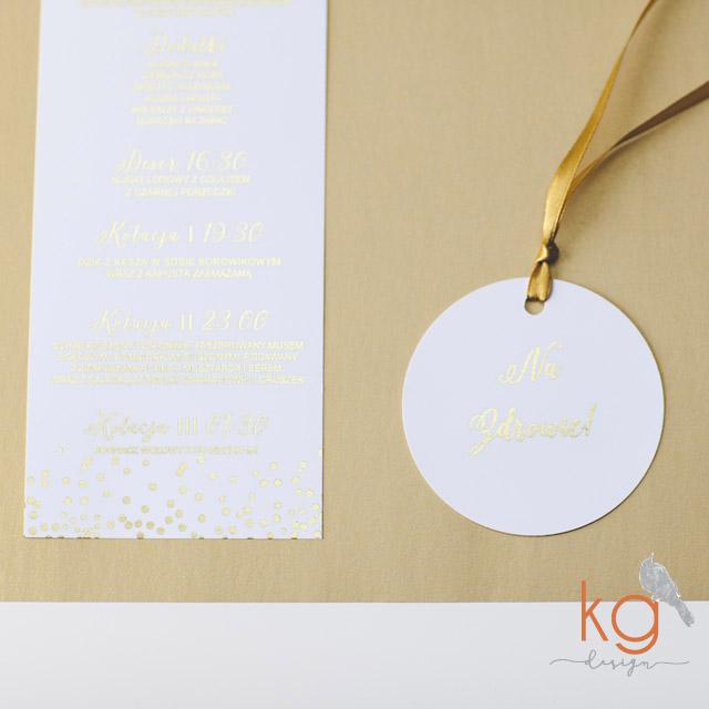 gold foil, silver foil, błyszczący, brokat, metaliczny, glamour, dodatki ślubne, hand made, złoty, srebrny, biały, eleganckie, menu, wizytówki, księga gości, numery stołów, glitter, dodatki ślubne gold foil, zaporszenia slubne gold foil, KG DESIGN, Bochnia, Kraków, Warszawa, Wrocław, Łódź, Katowice, Gdańsk, winietki, zawieszki na alkohol, plany stołów, podziękowanie dla rodziców, serduszka do wbicia w słodkiego muffina, menu, karty drinków, księga gości, tabliczki do słodkich bufetów, ozdobne karteczki na stoły, nr stołów. Silverfoil, Goldfoil, złocone zaproszenia, złocone dodatki, srebrne, złote, metaliczne, brokatowe, zproszenia i dodatki z brokatem, papier brokatowy, wyjątkowe zaproszenia slubne, oryginalne zaproszenia slubne, nietypowe, ręcznie robione, artystyczne, kaligraficzne, kaligrafia, papeteria slubna, poligrafia slubne, zaporszenia slubne Kraków, gold, sliver, zlote, srebrne, eleganckie, wyjątkowe, glamour, styl gypsy,