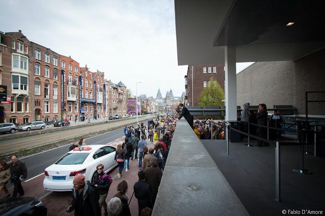 Fila per il Museo Van Gogh-Amsterdam