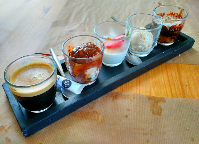 Le Chameau Bleu - Ribote - Café Gourmand