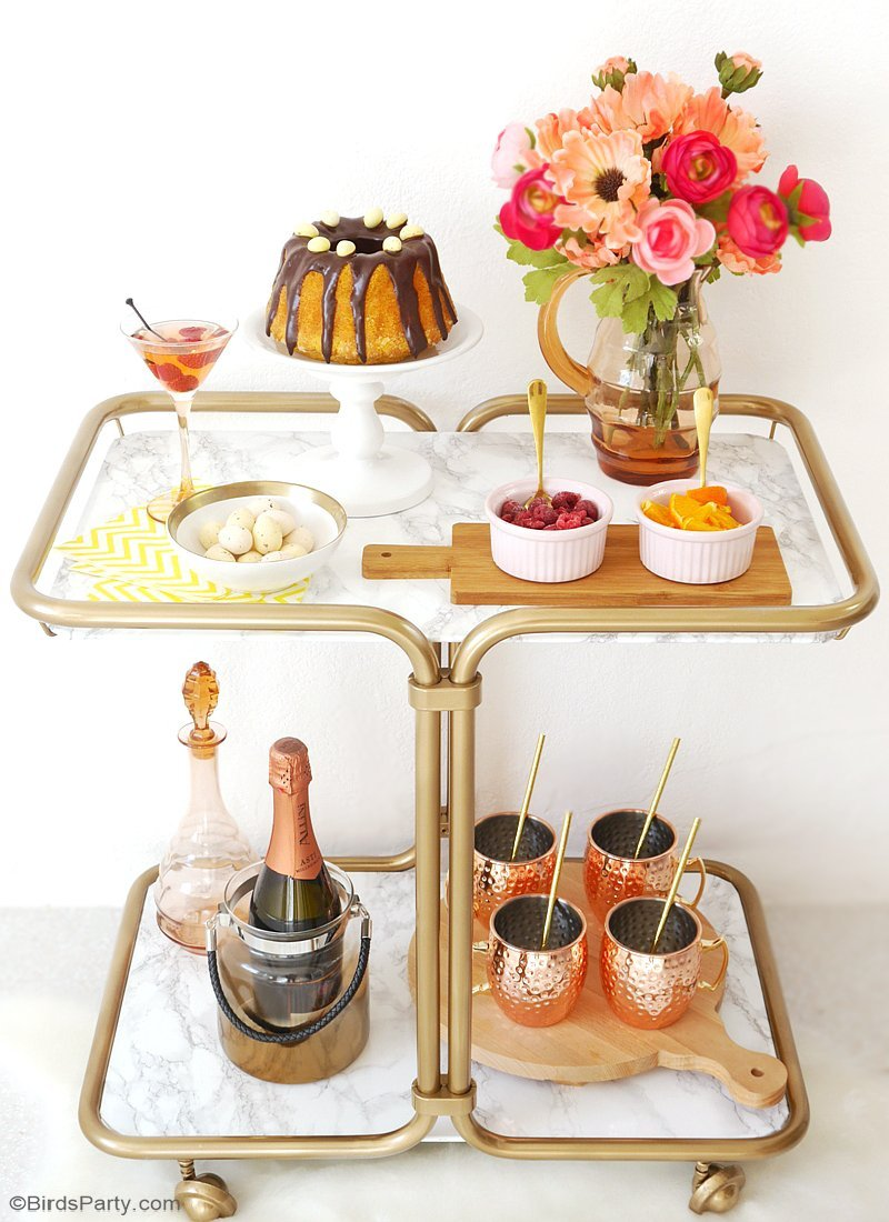 A Modern Floral Easter Brunch - party ideas, DIY table decorations, food, recipes and a mimosa bar styling to inspire your Spring celebrations! by BirdsParty.com @BirdsParty