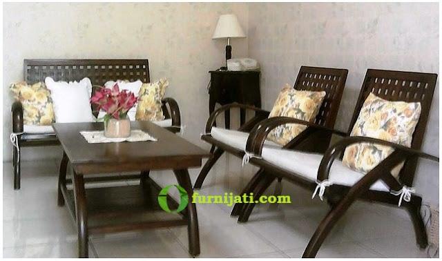 Model kursi kayu minimalis untuk ruang tamu