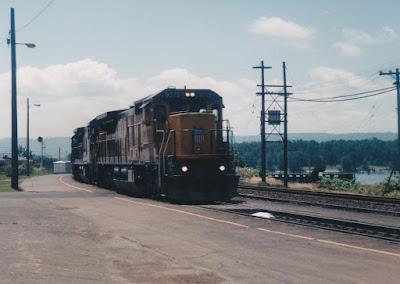 Union Pacific C40-8 #9272 in Vancouver, Washington, in June 1998.