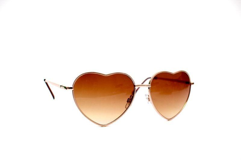 7eb81f3e01a96 Sempre quis um óculos de coração mas tenho um pézinho atrás por achar meio  que muito infantil mas esse… Ah esse roubou meu coração! É da Vou Comprar.