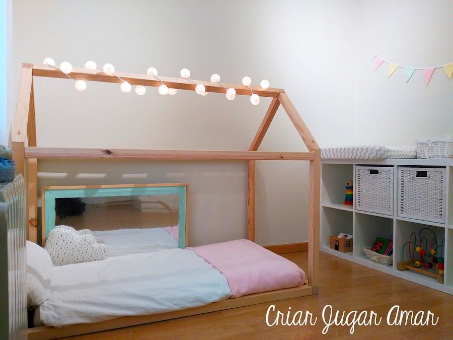 Las habitaciones Montessori son características por sus camas suelo, que permiten al bebé tener una visión completa del entorno y respetan el movimiento libre