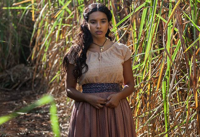 Juliana (Gabriela Moreyra) figurino de Escrava mãe, blusa e saia marrom