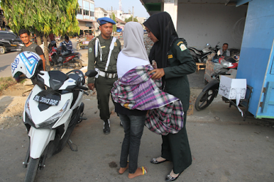 Razia Busana Ketat Petugas Tak Berani Tegur Istri TNI