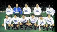 VALENCIA C. F. - Valencia, España - Temporada 1997-98 - Cáceres, Zubizarreta, Djukic, Soria y Angloma; Mendieta, Farinós, Milla, Carboni, Claudio López e Ilie - BARCELONA 3 (Luis Enrique, Rivaldo, Cáceres (p.p.), VALENCIA 4 (Mendieta 2 y Burrito Ortega 2) - 19/01/1998 - Liga de 1ª División, jornada 21 - Barcelona, Nou Camp - El Valencia se clasificó 9º en la Liga, con Claudio Ranieri de entrenador, que en la jornada 4ª había sustituído a Jorge Valdano