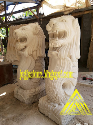 patung singapura
