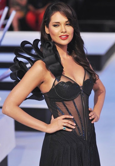 Esha Gupta hot in black