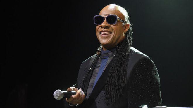 Stevie Wonder serenades Michelle Obama on TV