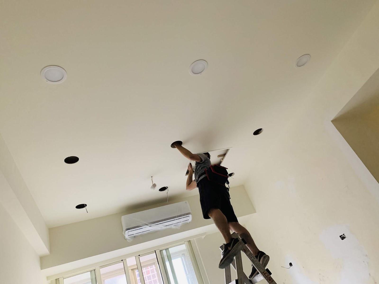 客廳裝設崁燈