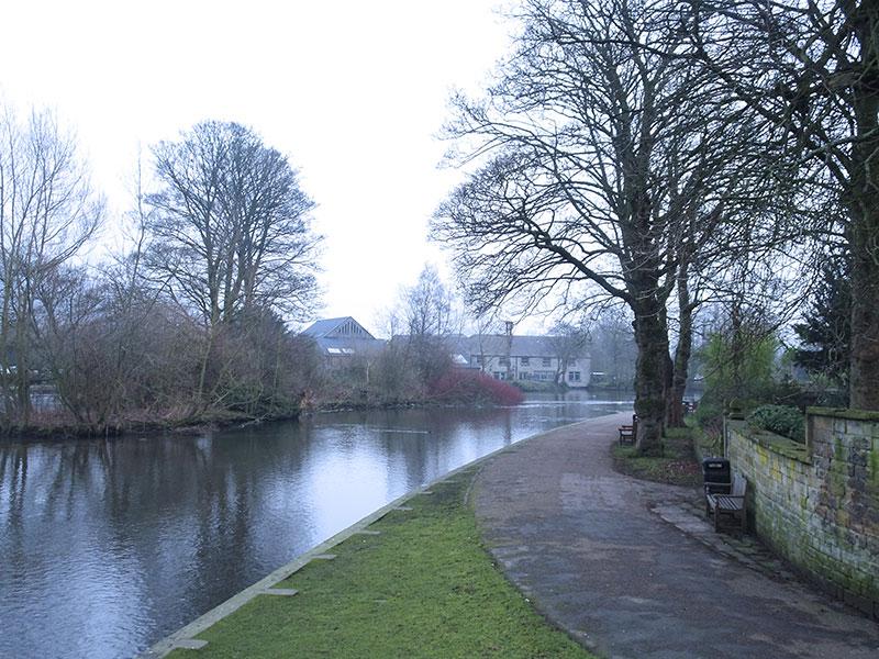 Bakewell_Weekend_England_PeakDistrict_Countryside_Green_SmallTown
