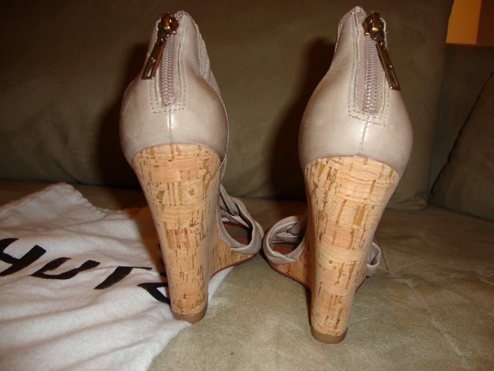 7c4b163768 Comprei ... Não Quero Mais  Sandália anabela SCHUTZ - Coleção 2011