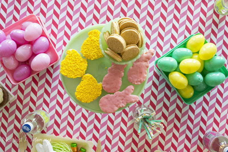 How To Style A Easter Table; easy Easter bucket centerpieces