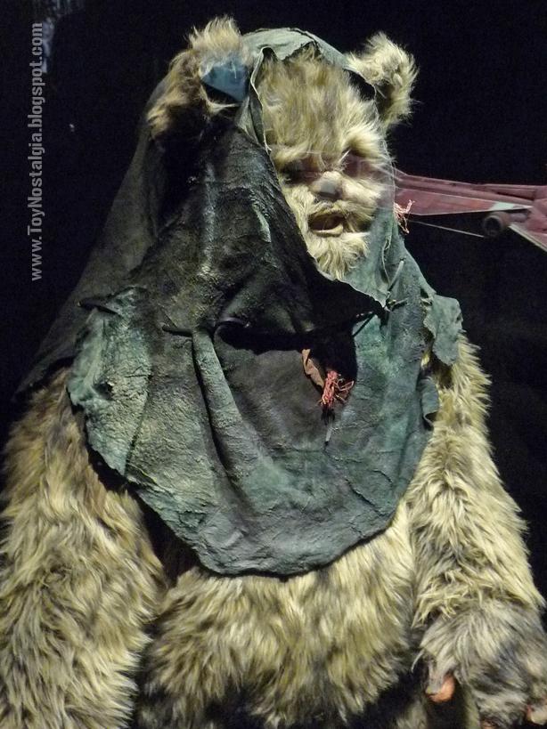 """Vestuario de Ewok  """"Episodio VI - The Return Of the Jedi""""  (STAR WARS - The Exhibition)"""