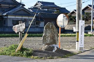 西区飯氏の庚申塔。昔から往く人を見つめてきたのでしょうか