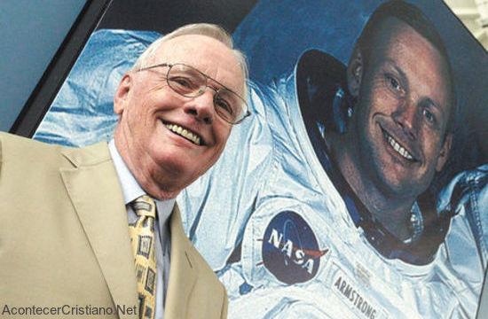Astronauta cristiano Neil Armstrong