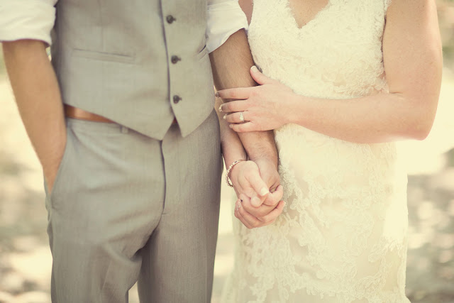 bride and groom, hand holding, love