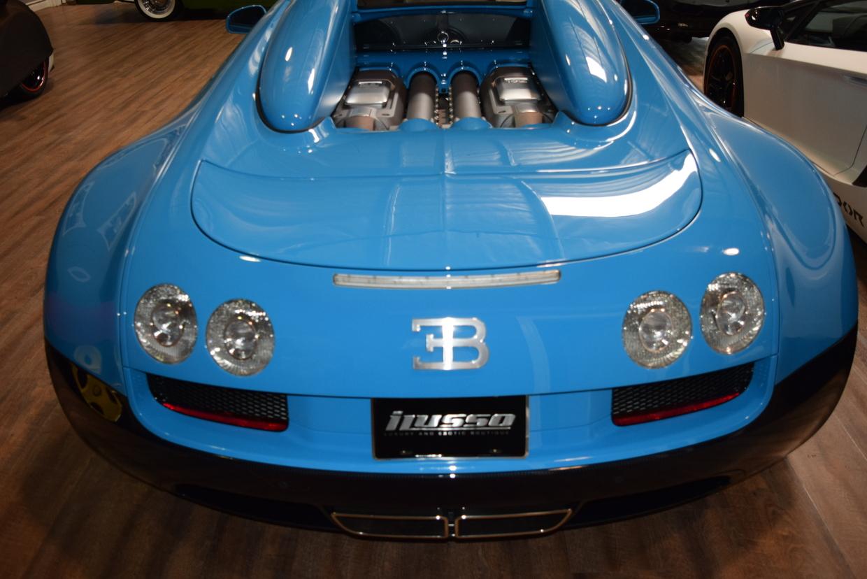 transformers themed bugatti veyron grand sport vitesse goes for 2 1 million. Black Bedroom Furniture Sets. Home Design Ideas