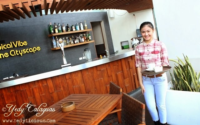 Food Attendant at United Taste of America Buffet at F1 Hotel Manila