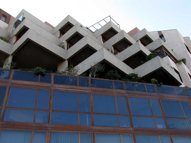 Modern building facing the Fortezza Nuova, via Avvalorati, Livorno