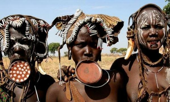 Modifikasi Tubuh Suku-Suku di Dunia Modifikasi Tubuh Suku-Suku di Dunia 1