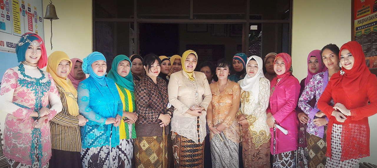 Peringati Hari Kartini Bhayangkari Ranting Pleret Kenakan Pakaian