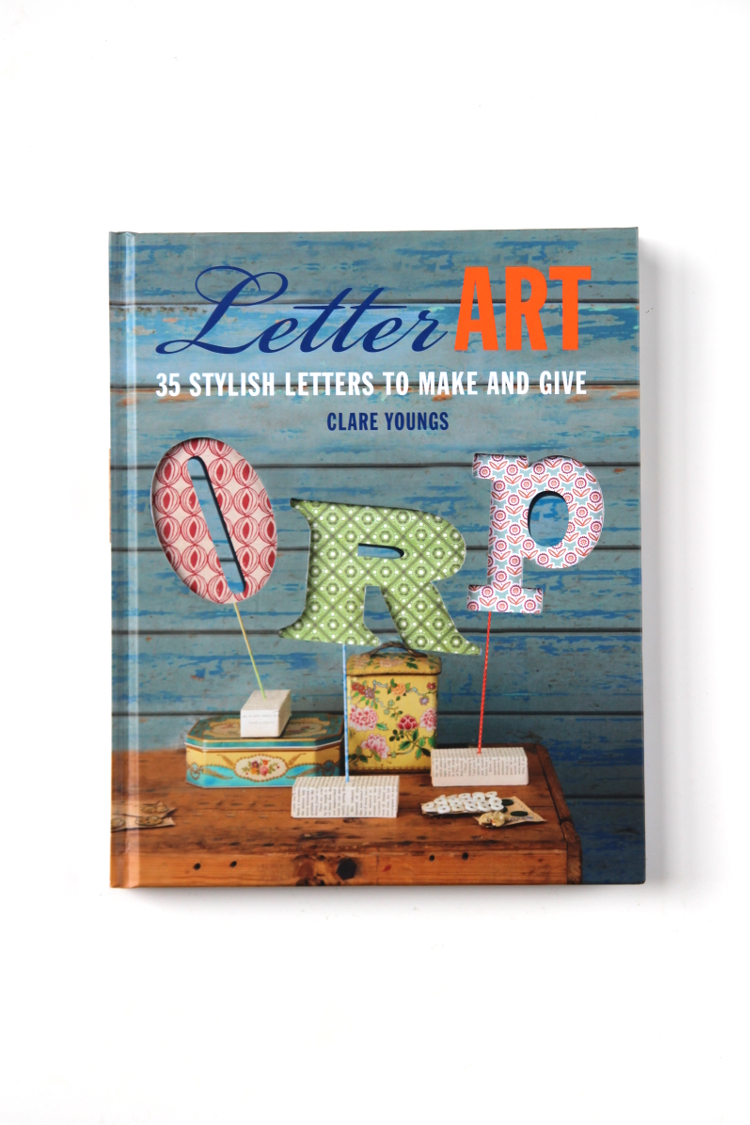 CURRENTLY READING - LETTER ART.