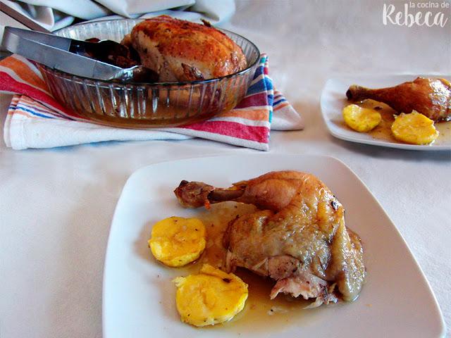 Pollo asado aromatizado bajo la piel