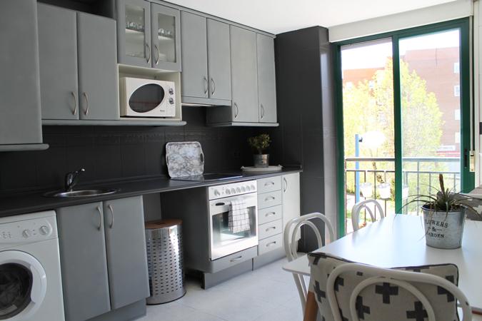 Diy renueva tu cocina con chalk paint y pegamento ceys for Pintar encimera cocina