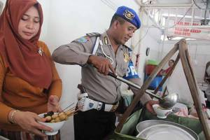 Masyaallah, Warung Soto Pak Polisi Ini Gratis Tiap Jumat