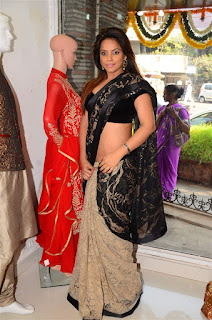Neetu Chandra in Black Saree at Designer Sandhya Singh Store Launch Mumbai (44).jpg
