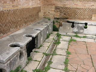 Starożytna publiczna toaleta w Ostii