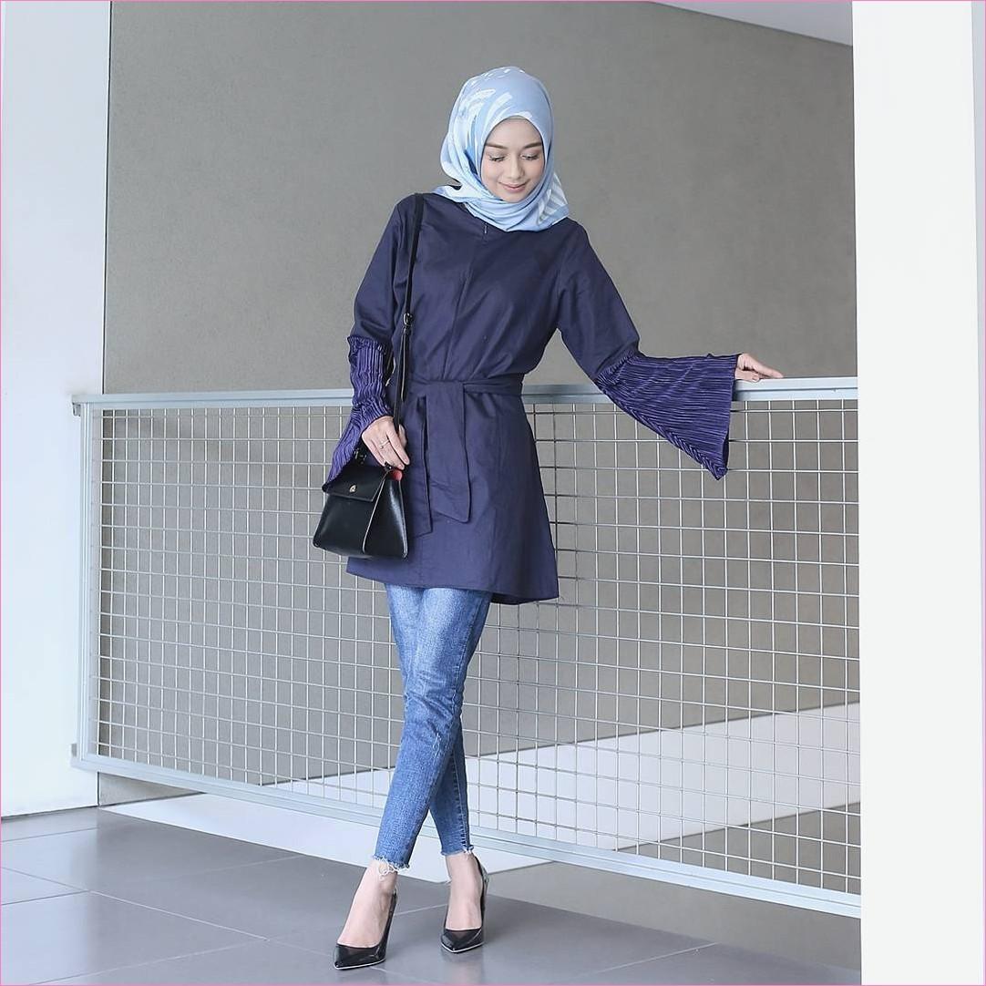 Outfit Baju Top  Blouse Untuk Hijabers Ala Selebgram 2018 bell sleeve blouse biru dongker slingbags hitam segiempat hijab dongker biru muda celana jeans denim wedges high heels ootd trendy ciput rajut pager jaring