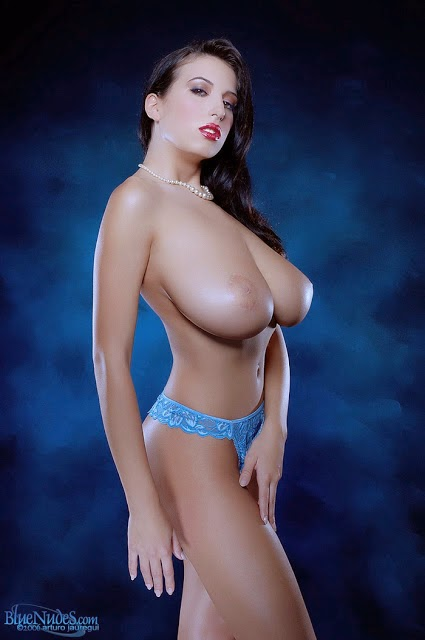 фото мисс натуральная грудь кончил