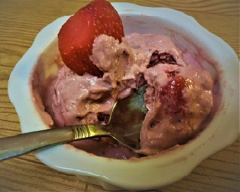 Strawberry-Cashew-Coconut Ice Cream  (Paleo, Gluten-Free, Dairy-Free, Sugar-Free, Vegan).jpg