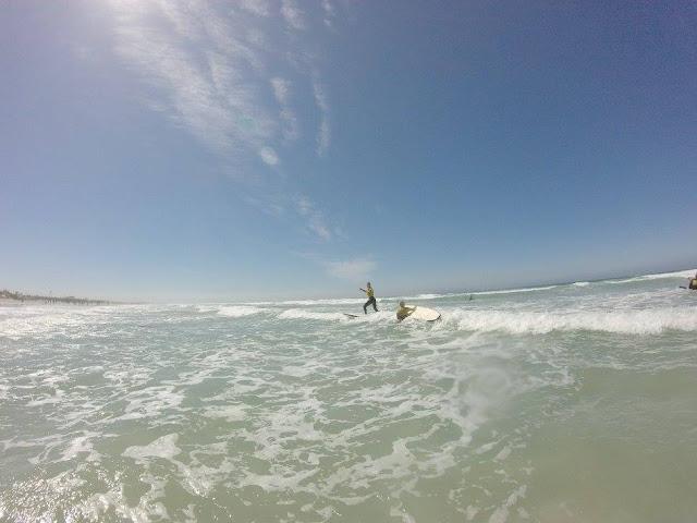Anne beim Surfen und ich so nicht