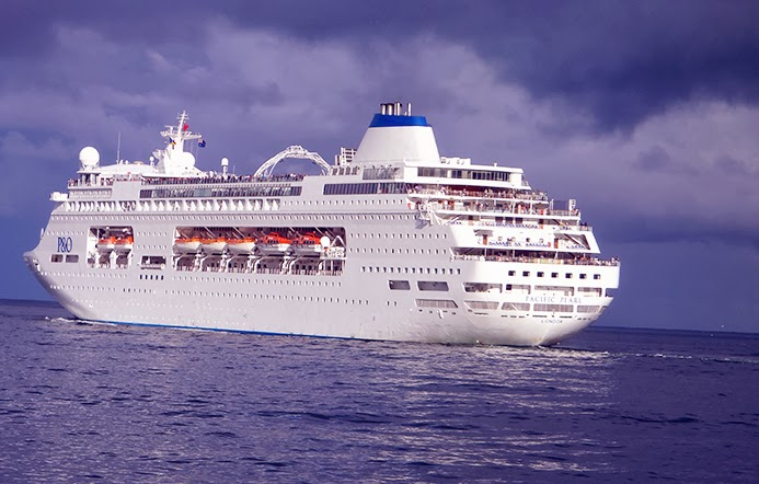 P AND O CRUISE SHIP