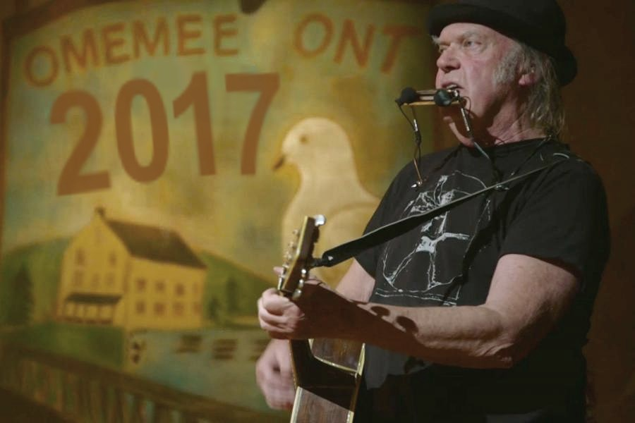 neil young infos und news rusted moon. Black Bedroom Furniture Sets. Home Design Ideas