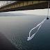 Η Κατερίνα Σολδάτου αιωρείται με πανιά από τη γέφυρα Ρίου-Αντιρρίου