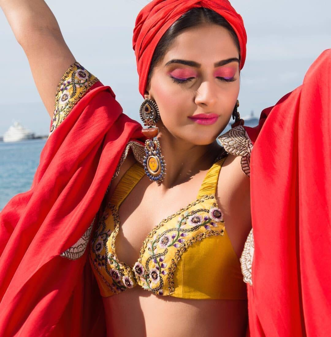 Sonam Kapoor Sexiest Ultra Hot At Cannes 2017 Day 2 -5562