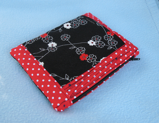 Small Zippered Pouch ~ Threading My Way